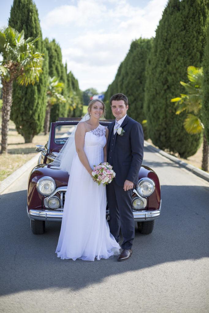 arrivee des maries a la reception au chateau lafitte laguens yvrac allee Sebastien Huruguen Photographe Mariage Bordeaux