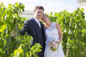 Couple dans les vignes du chateau lafitte laguens Yvrac Sebastien Huruguen Photographe Mariage Bordeaux