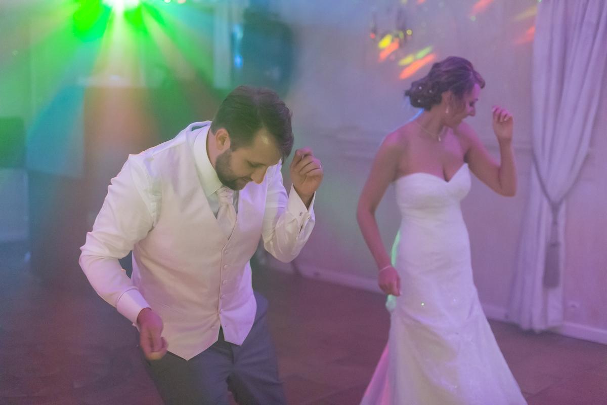 Entree des mariés pour le repas au chateau martillac à côté de bordeaux sur un medley et une super chorégraphie de mariage