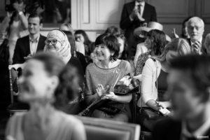 mariage-mairie-de-bordeaux-sebastien-huruguen-photographe-ceremonie-civile-invites-applaudissent