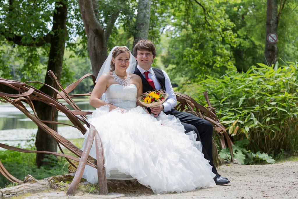 maries-sur-un-banc-dans-le--parc-majolan-mariage-bordeaux-seance-couple-gironde-bordeaux-libourne-sebastien-huruguen-photographe