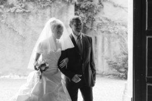 Photographe de Mariage à Bordeaux entrée église cérémonie religieuse Bruges