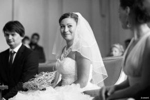 photographe-de-mariage-a-bordeaux-sebastien-huruguen-couple-mairie-bordeaux-ceremonie-civile-sourir-de-la-mariee