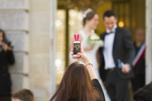 deep of field iphone smartphone mariage attention au smartphone au mariage