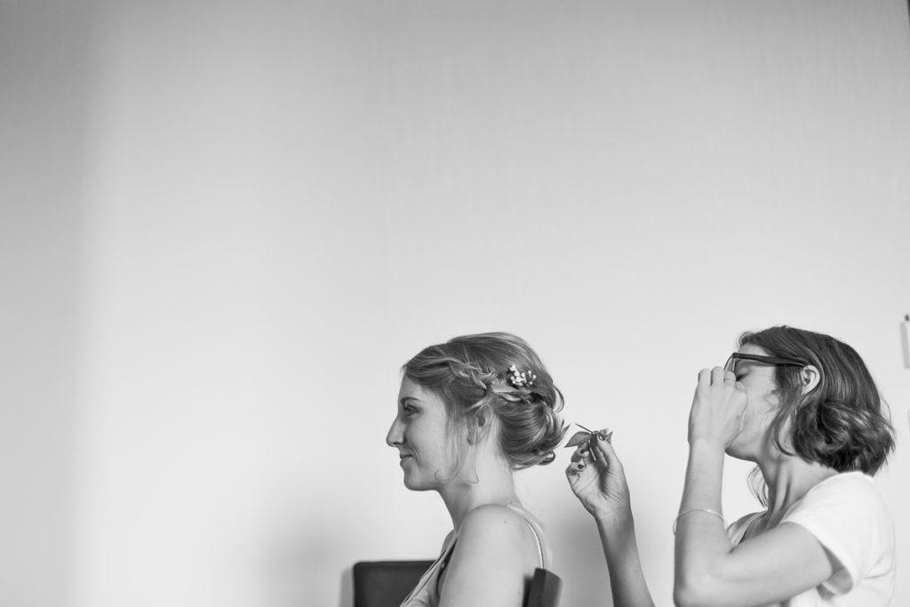 Photographe Mariage Bordeaux noir et blanc coiffure maquillage make up maquilleuse coiffeuse artiste photo tresse fleurs Sebastien Huruguen
