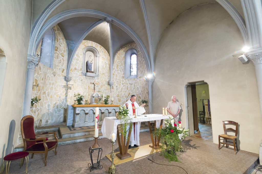 mariage couple de maries eglise notre dame de beyssac a marmande invités et témoins sebastien huruguen