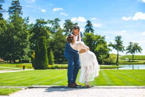 photographe-mariage-bordeaux-sebastien-huruguen-maries-chateau-lagrange-medoc-baiser