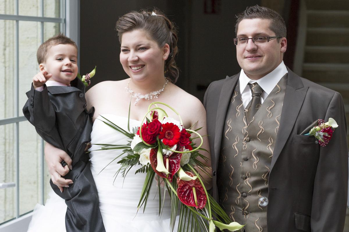 couple de jeunes maries mairie de aubbie et espessas