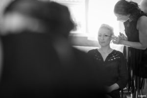 sebastien-huruguen-photographe-de-mariage-bordeaux-preparatifs-de-la-mariee-maquillage-reflet-miroir