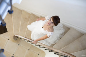 sebastien-huruguen-photographe-mariage-arcachon-bordeaux-mariee-escalier-bride-steps