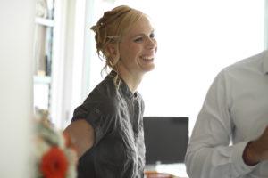 mariee souriante préparatifs mariage sebastien huruguen