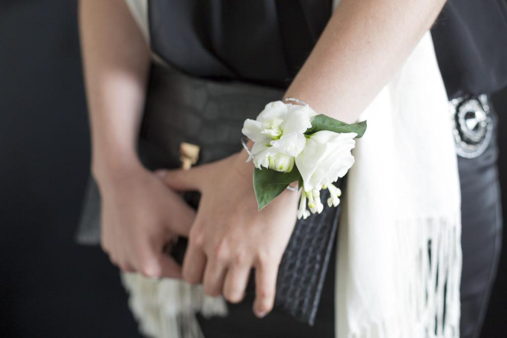 bracelet de fleur pour les demoiselles d'honneur mariage bordeaux photographe