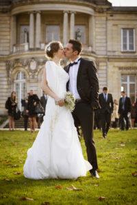 Sebastien Huruguen Photographe Mariage Bordeaux sortie mairie talence peixotto parc jardin baiser bisous embrasse