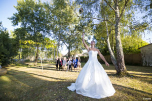 sebastien-huruguen-photographe-mariage-gironde-bordeaux-soleil-septembre-lancer-bouquet