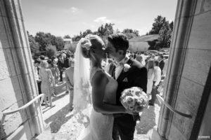mariage-chateau-agassac-ludon-medoc-sebastien-huruguen-photographe-bordeaux-bisous-sortie-eglise