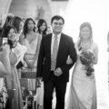 mariee-macau-eglise-entree-entrance-wedding-photographe-mariage-bordeaux-sebastien-huruguen-entree-eglise-noir-blanc