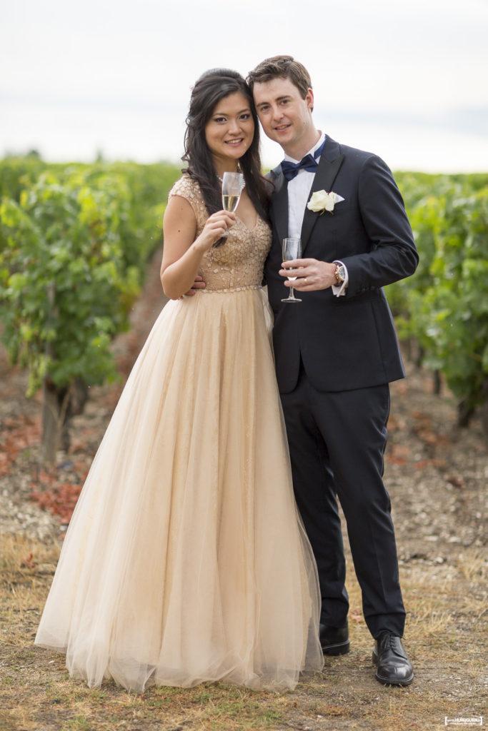 joli couple de jeunes mariés dans la région de Bordeaux