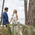 sebastien-huruguen-photographe-mariage-bordeaux-carcans-maubuisson-bombannes-couple-sourires-bouquet-fleurs