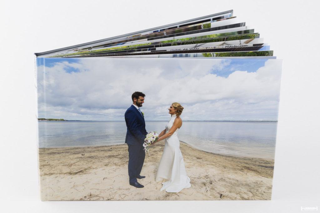 livre-album-photo-de-mariage-sebastien-huruguen-photographe-bordeaux-papier-brillant-format-A4-20x30cm-resalisation-montage-2