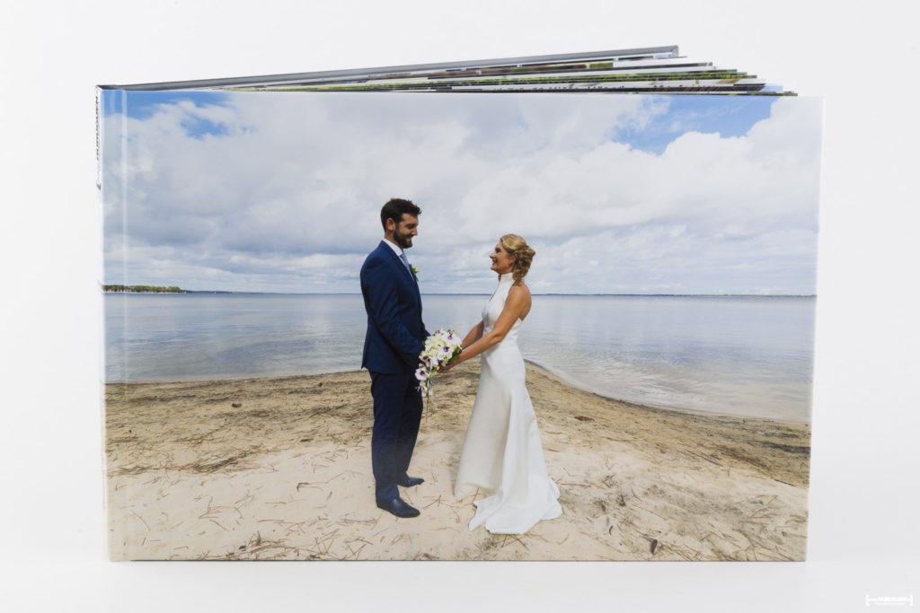 livre-album-photo-de-mariage-sebastien-huruguen-photographe-bordeaux-papier-brillant-format-A4-20x30cm-resalisation-montage-3