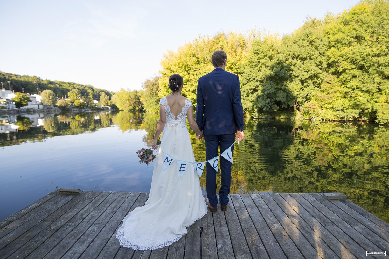 sebastien-huruguen-photographe-mariage-charente-cognac-quais-des-pontis-faire-part-merci-remerciements-couple-de-dos