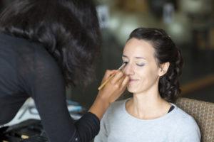 photographe mariage bordeaux sebastien huruguen préparatifs demoiselle honneur maquillage coiffure