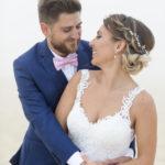 couple de jeunes mariés sur la plage pereire à Arcachon Sébastien Huruguen photographe mariage Gironde Bordeaux