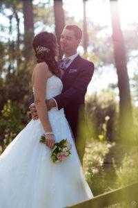 couple-jeunes-maries-seance-photo-trash-the-dress-day-after-plage-lac-ocean-carcans-sebastien-huruguen-photographe-mariage-13