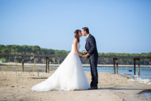 couple-jeunes-maries-seance-photo-trash-the-dress-day-after-plage-lac-ocean-carcans-sebastien-huruguen-photographe-mariage-2