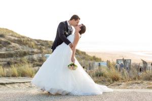 couple-jeunes-maries-seance-photo-trash-the-dress-day-after-plage-lac-ocean-carcans-sebastien-huruguen-photographe-mariage-22