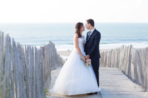 couple-jeunes-maries-seance-photo-trash-the-dress-day-after-plage-lac-ocean-carcans-sebastien-huruguen-photographe-mariage-24