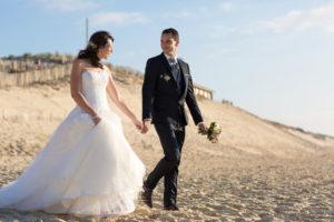 couple-jeunes-maries-seance-photo-trash-the-dress-day-after-plage-lac-ocean-carcans-sebastien-huruguen-photographe-mariage-27