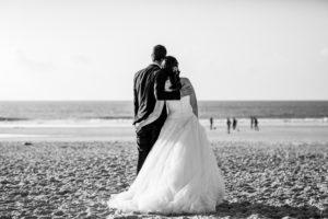 couple-jeunes-maries-seance-photo-trash-the-dress-day-after-plage-lac-ocean-carcans-sebastien-huruguen-photographe-mariage-28