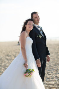 couple-jeunes-maries-seance-photo-trash-the-dress-day-after-plage-lac-ocean-carcans-sebastien-huruguen-photographe-mariage-29
