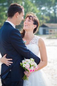 couple-jeunes-maries-seance-photo-trash-the-dress-day-after-plage-lac-ocean-carcans-sebastien-huruguen-photographe-mariage-3