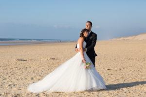 couple-jeunes-maries-seance-photo-trash-the-dress-day-after-plage-lac-ocean-carcans-sebastien-huruguen-photographe-mariage-34