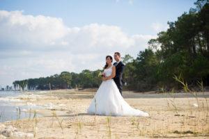 couple-jeunes-maries-seance-photo-trash-the-dress-day-after-plage-lac-ocean-carcans-sebastien-huruguen-photographe-mariage-5